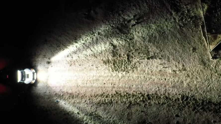 A Holdról is látni Ken Block Ford F-150 Raptorát, annyi fény van rajta