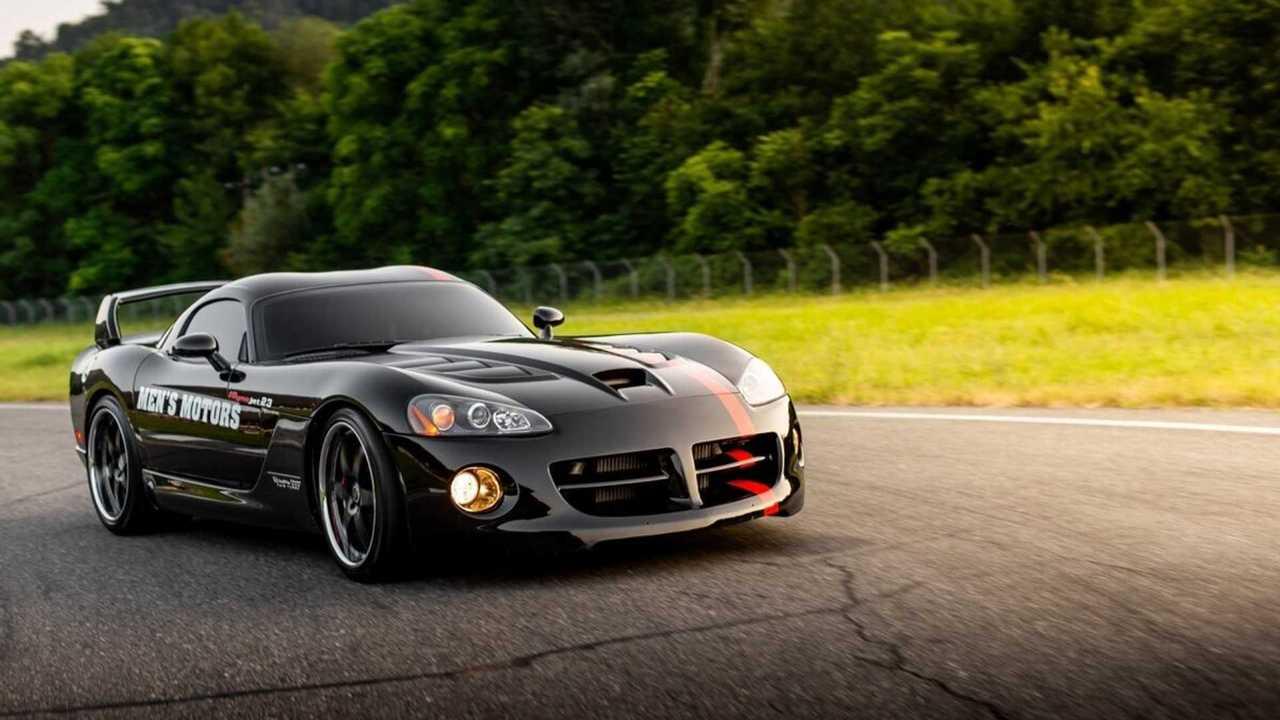 Разбитый Dodge Viper Venom 1000