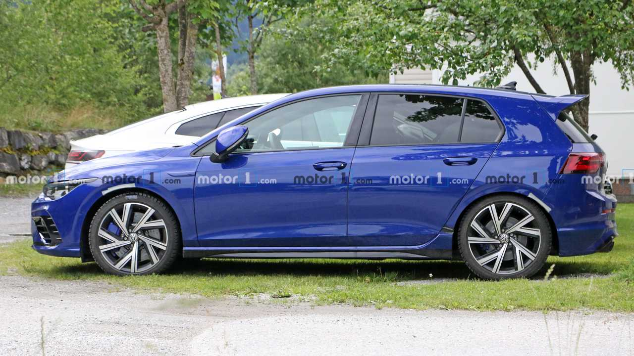 Volkswagen Golf R Spy Shots