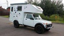 Russische Firma macht den Lada 4x4 zum coolen Wohnmobil