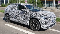 Audi Q4 e-tron (2021) erstmals mit Serienkarosserie erwischt