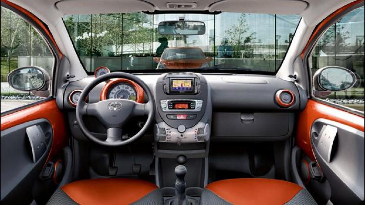 [Copertina] - Toyota Aygo Connect 2012