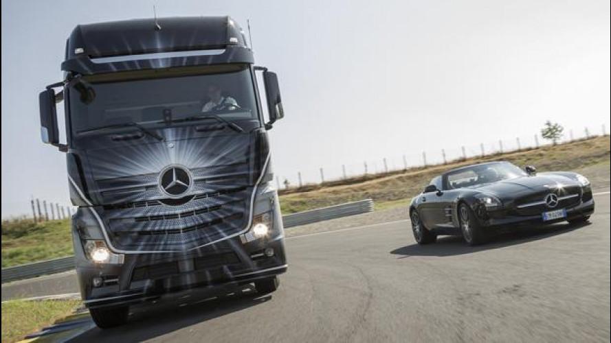 Mercedes SLS AMG Roadster vs Mercedes Actros: sfida esagerata