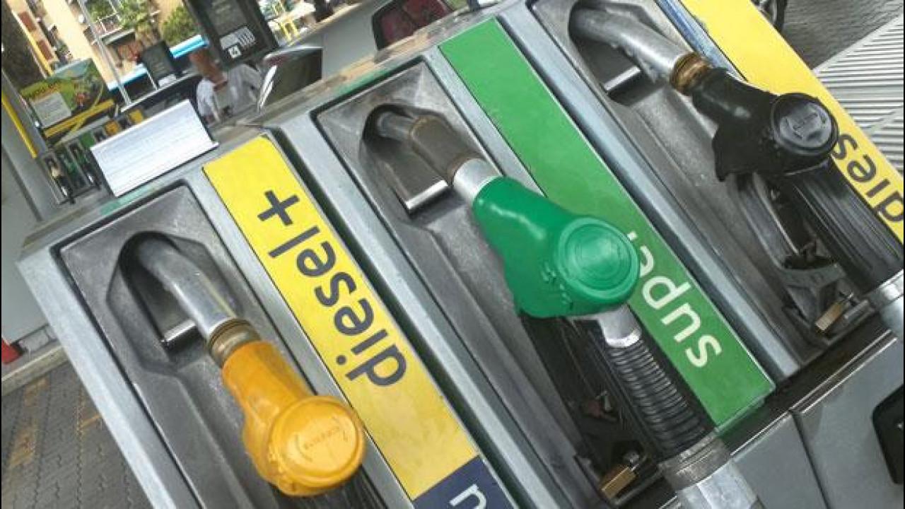 [Copertina] - IVA al 22%: il Codacons chiede al governo di fare eccezione per la benzina