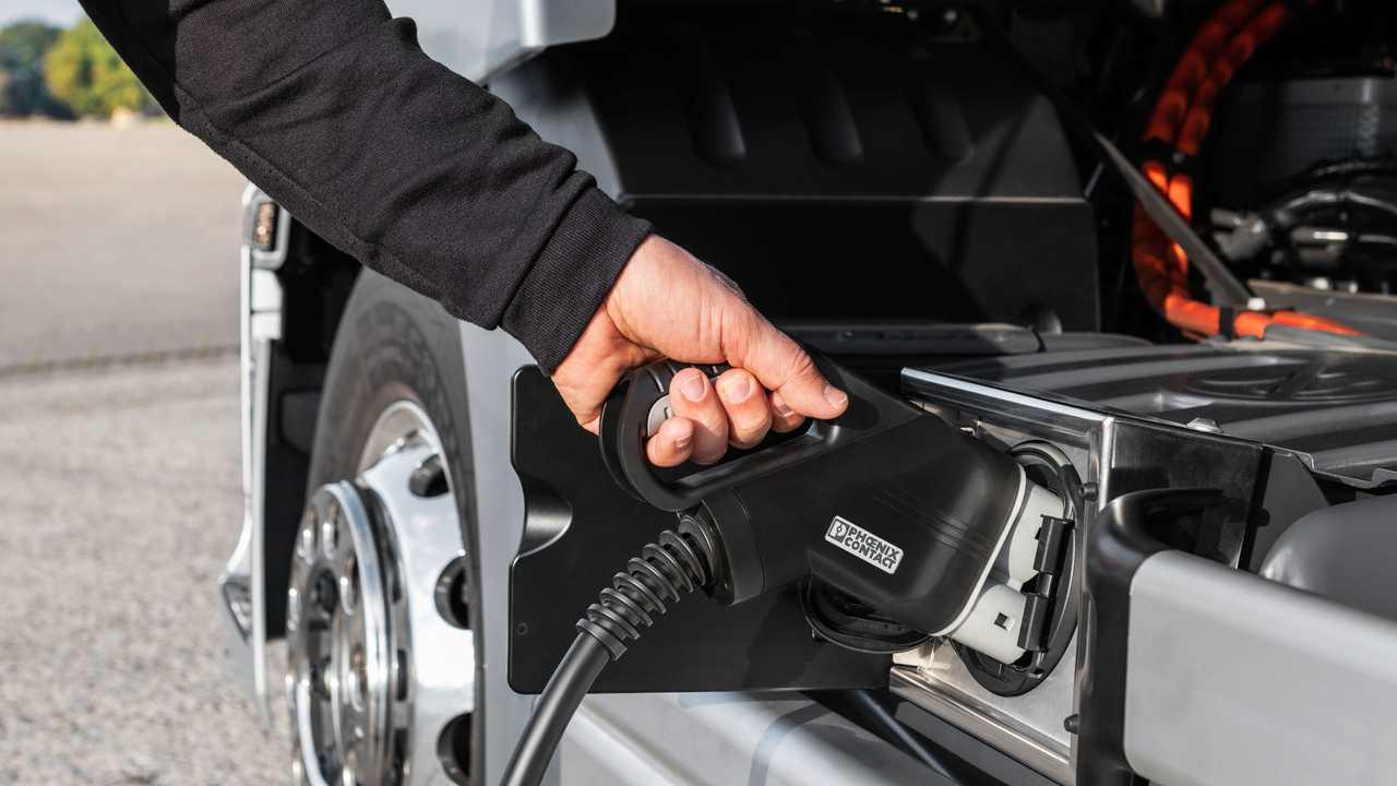 Mercedes eActros LongHaul, la ricarica ad alta potenza
