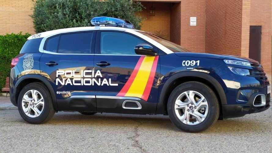 La police espagnole en SUV français, la gendarmerie française en sportive espagnole