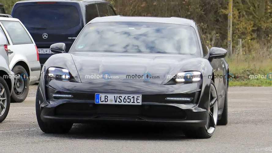 Porsche Taycan Cross Turismo - flagra