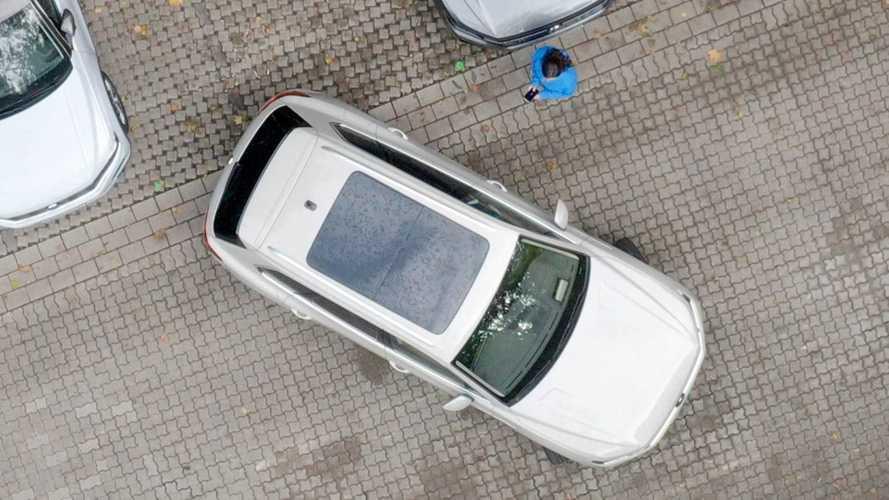 VW Touareg parkt jetzt vollautomatisch - auch fernbedient