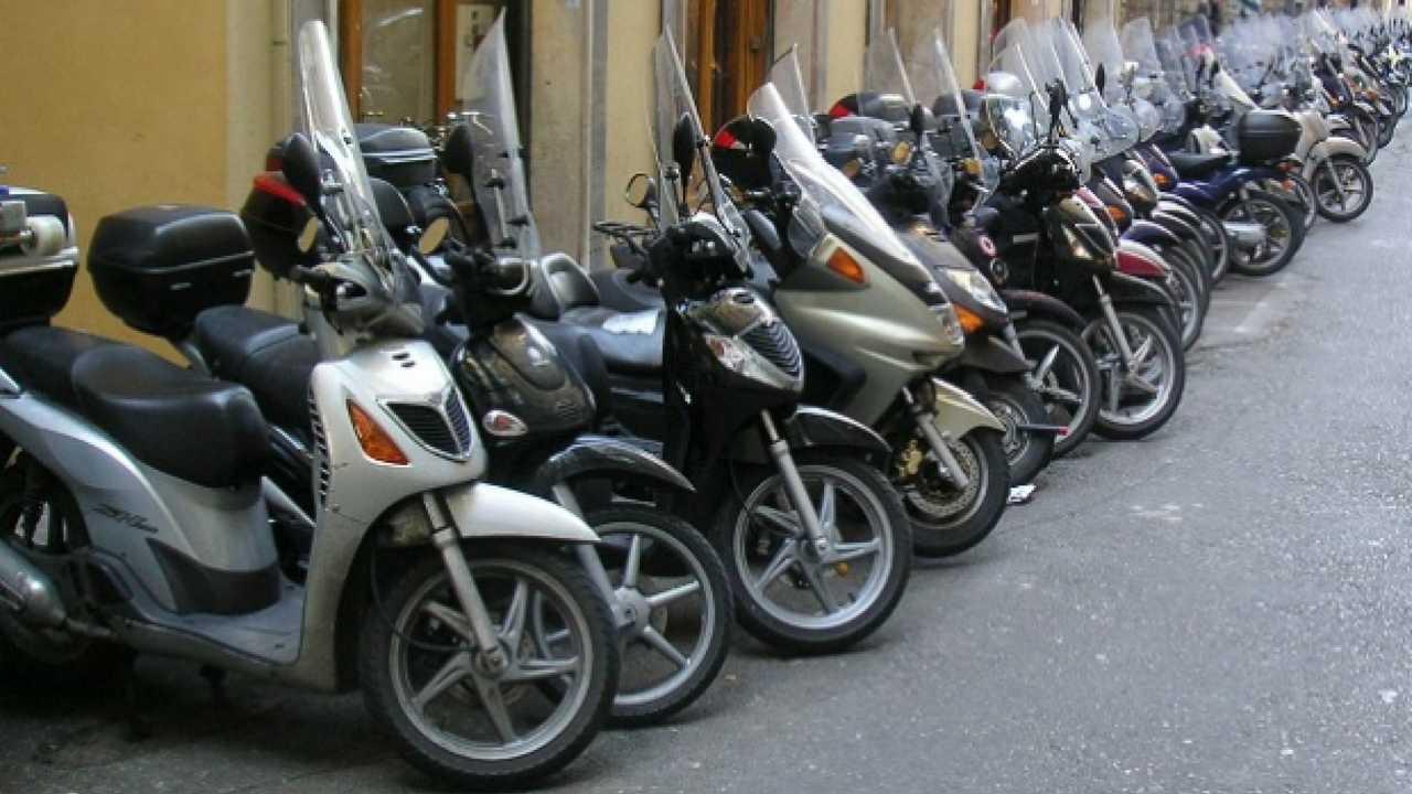 RC Scooter: Napoli è la città più cara d'Italia