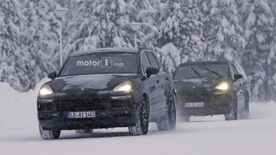 Le Porsche Cayenne peaufine son développement sous la neige