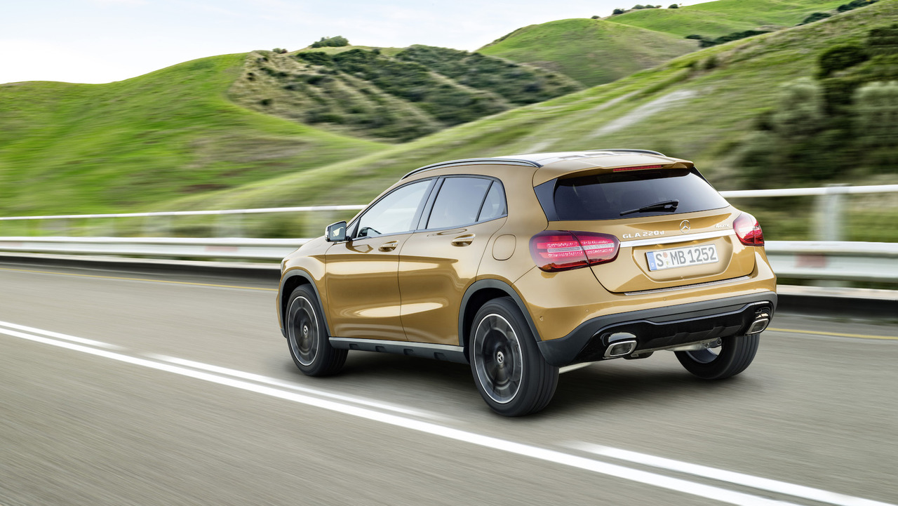 2018 Mercedes-Benz GLA: Refreshed, Changes, Price >> Mercedes Gla Gets A New Look Interior Upgrades For 2018