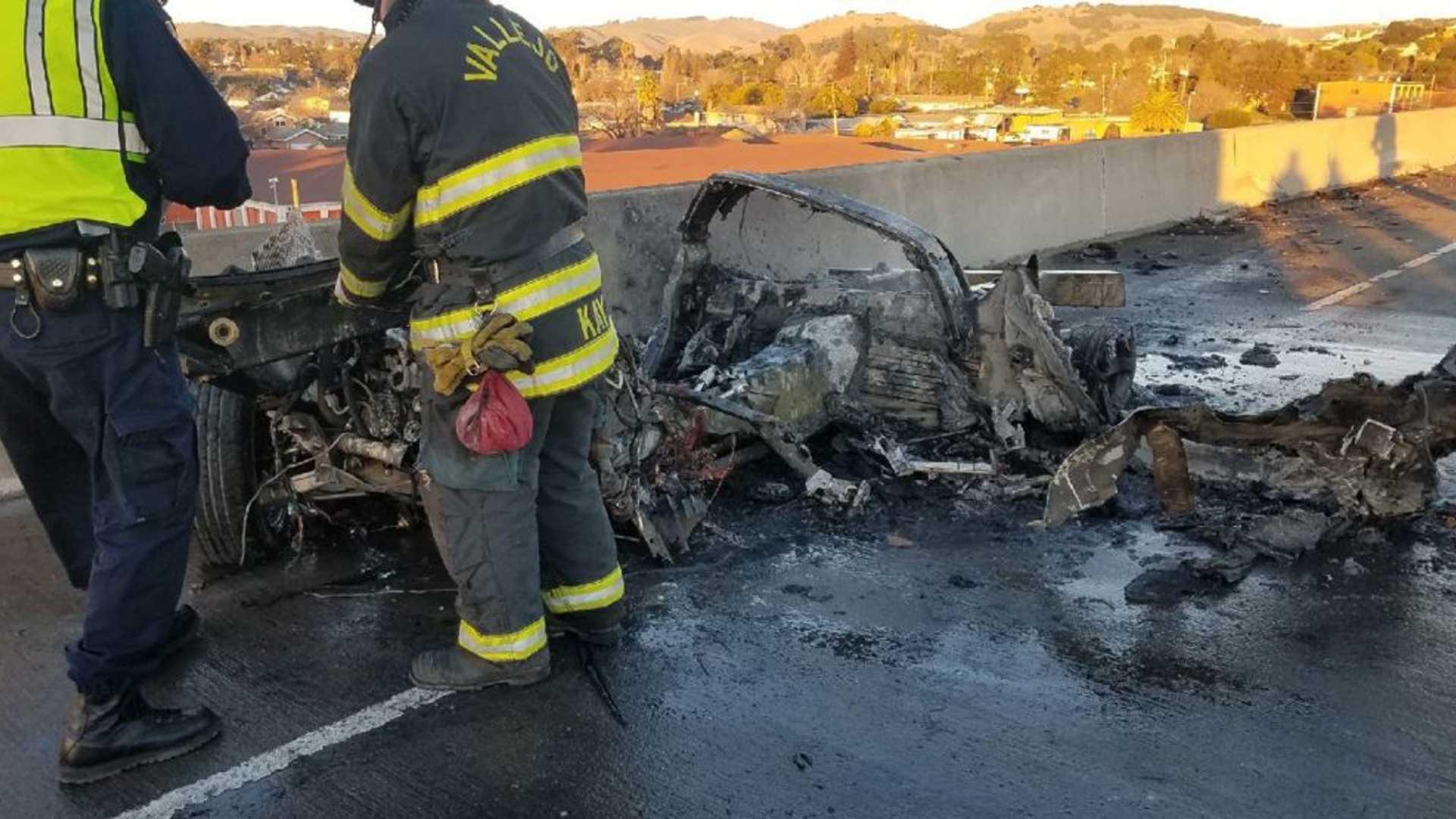 Utcai versenyen szenvedett balesetet egy Corvette, nem sok maradt belőle