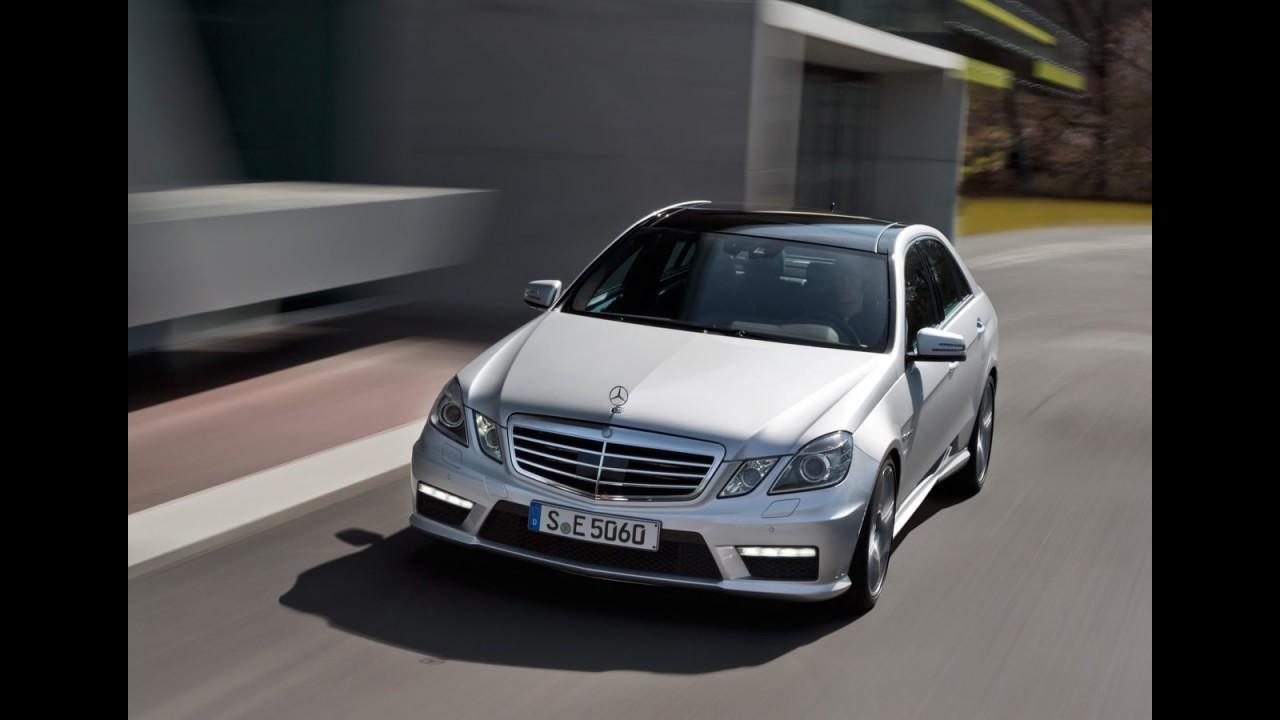 Mercedes Benz Classe E63 AMG 2012 ganha novo motor 5.5 V8 biturbo de 525 cv