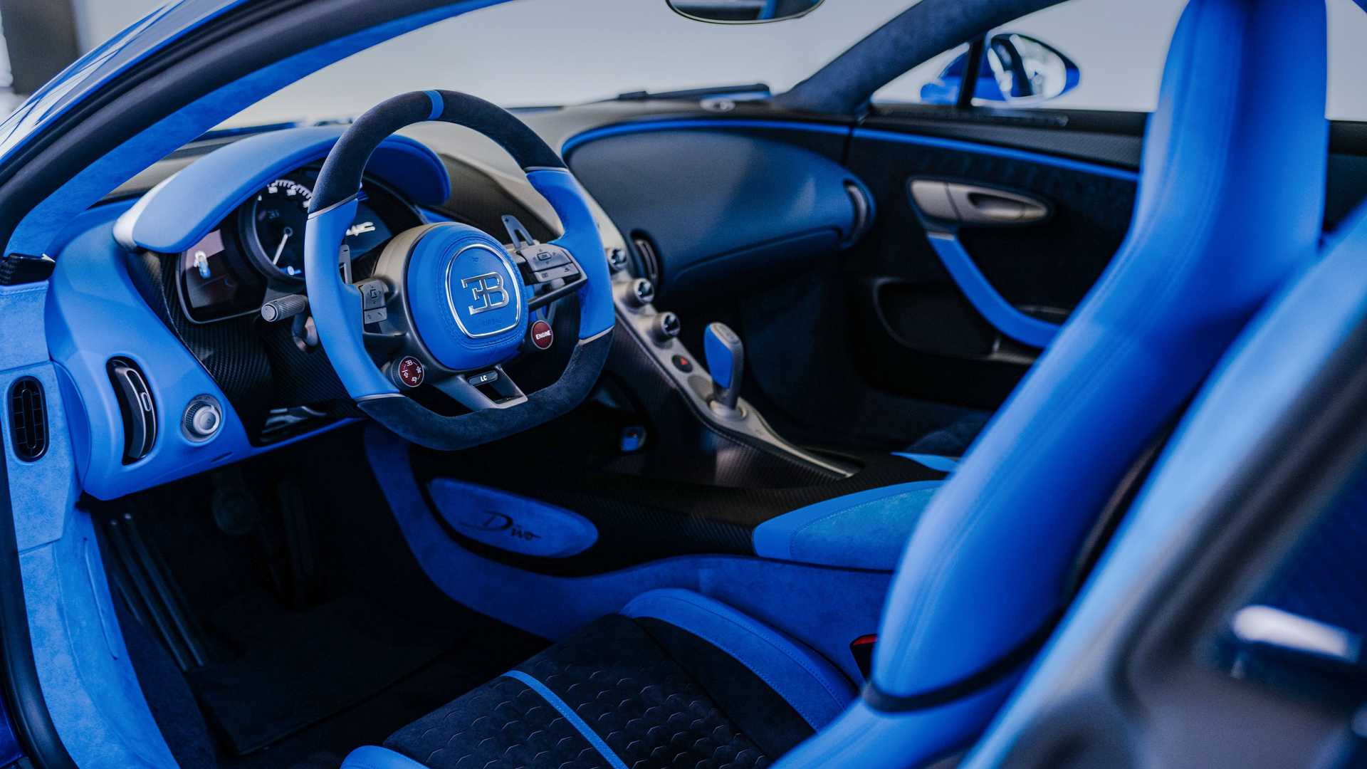 https://cdn.motor1.com/images/mgl/we46E/s6/bugatti-divo-interior-view.jpg