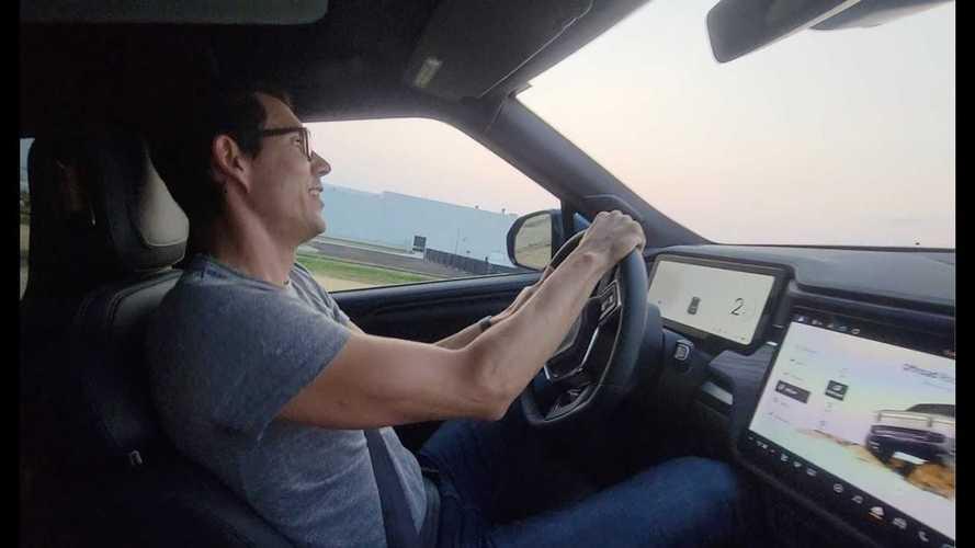 Rivian R1T'nin test sürüşünden videoları görün