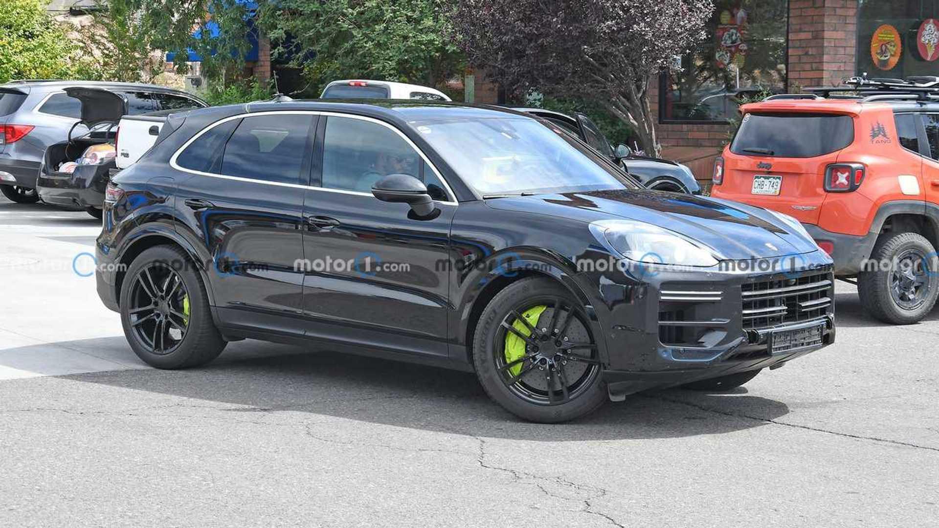 2023 Porsche Cayenne Turbo S E-Hybrid foto espía