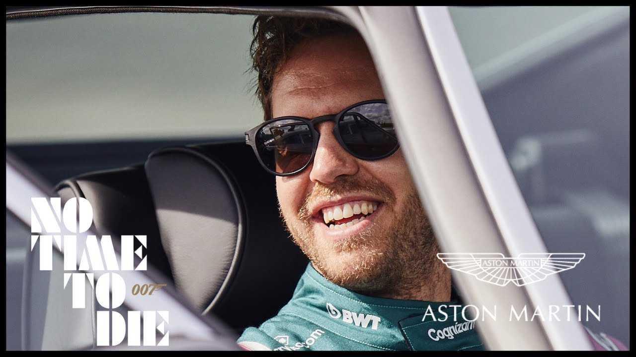 Vettel e Stroll al volante dell'Aston Martin DB5 di 007