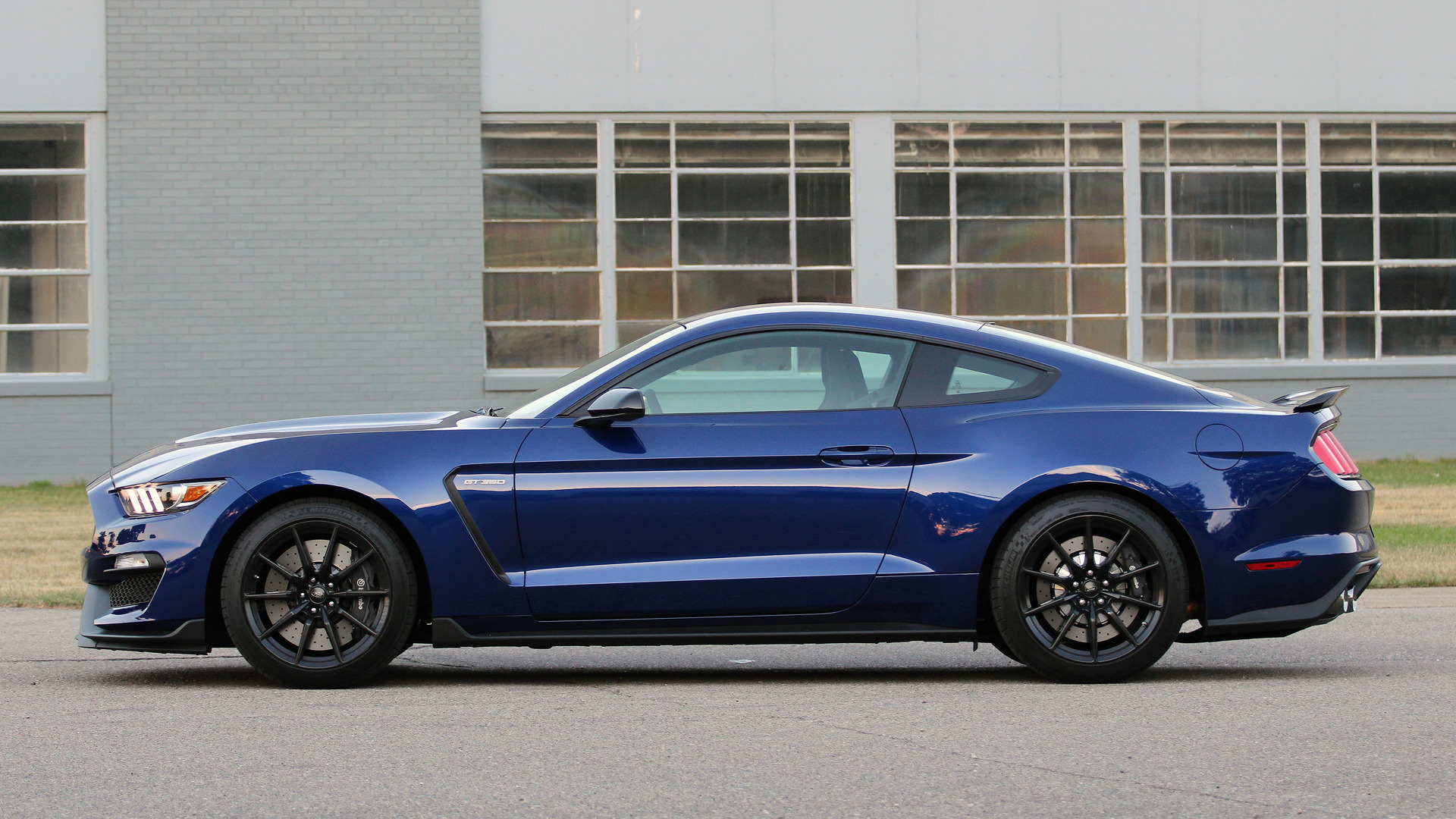 Mustang shelby gt350 r recalled for risk of engine seizure and fire