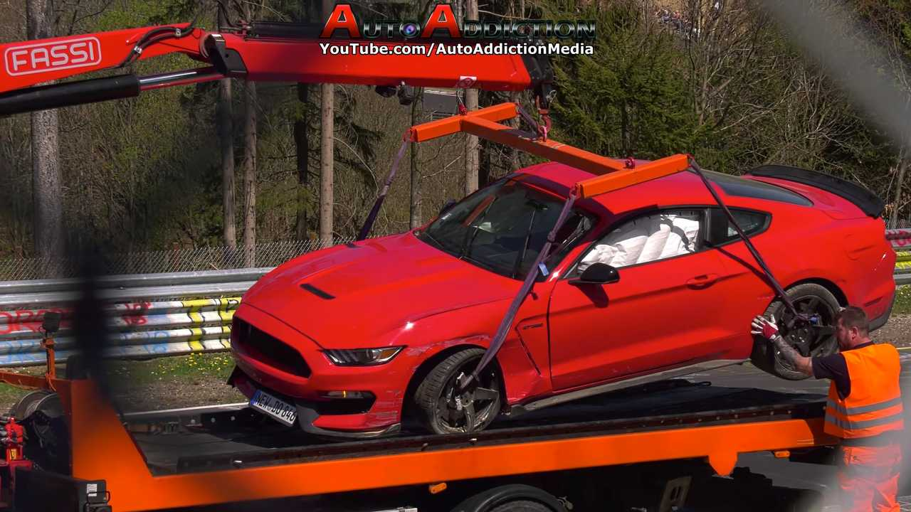 Ford Mustang Shelby GT350 crash