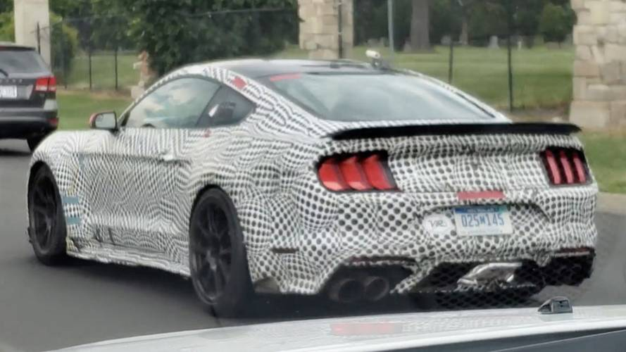 Odd Ford Mustang Shelby GT500 test mule spied on public roads