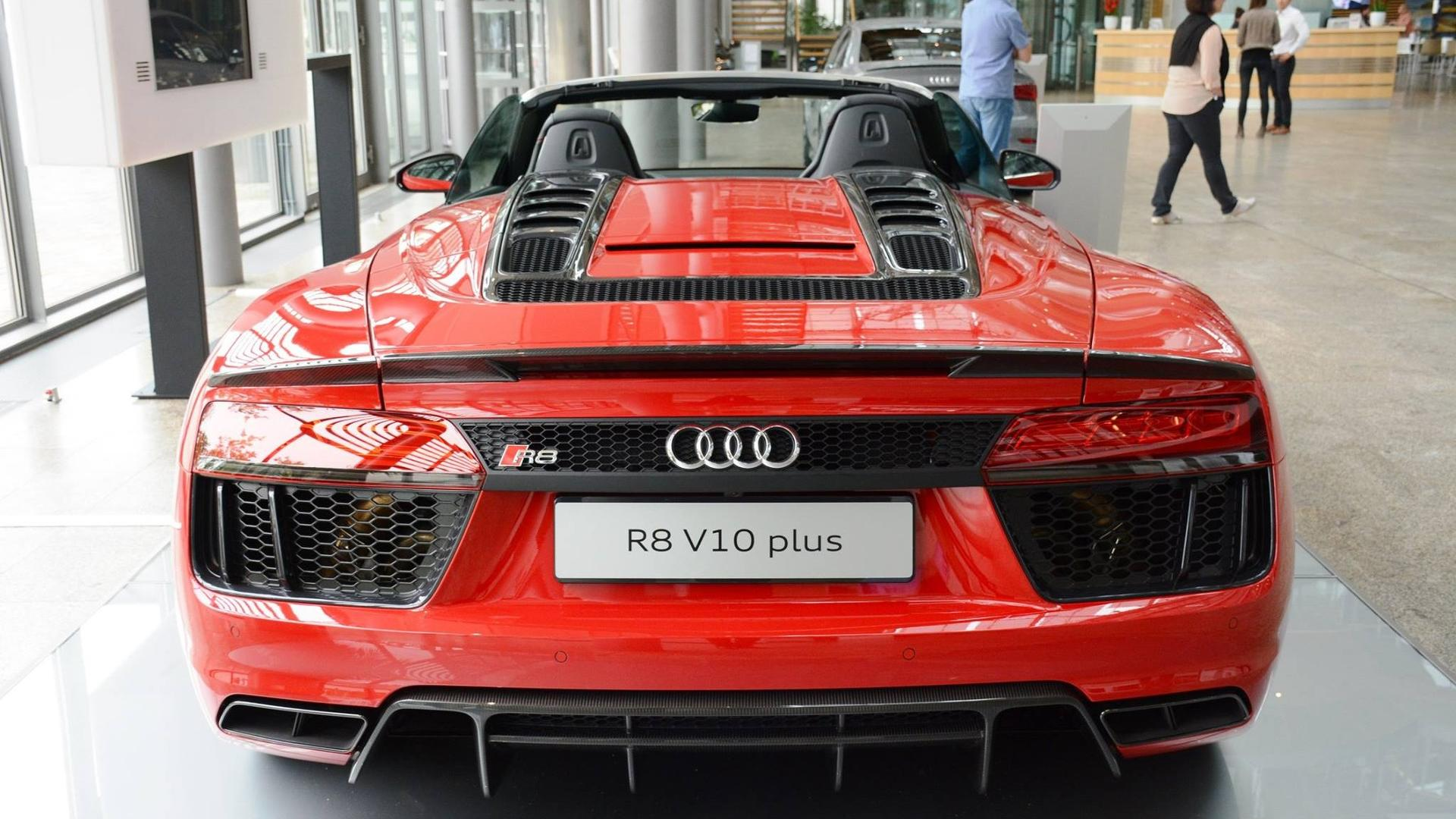 Watch The Audi R V Plus Blast To MPH En Route To MPH - Audi r8 v10 spyder