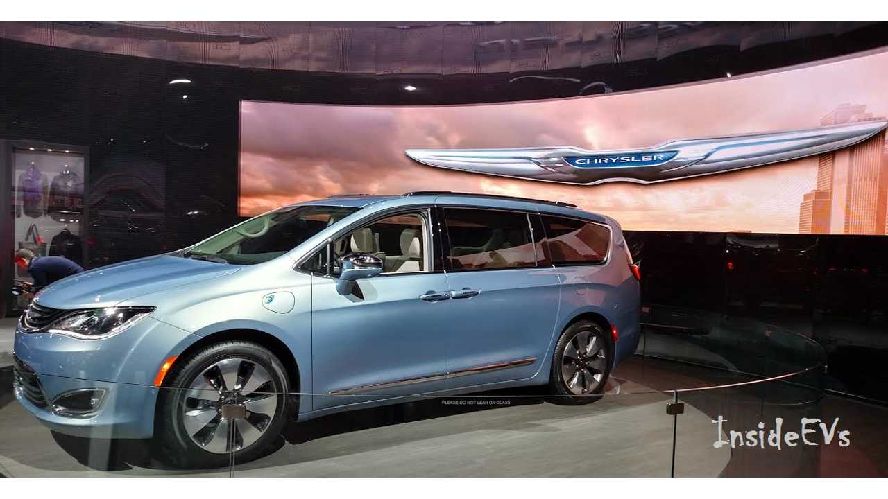 Chrsyler Pacifica Hybrid World Debut At Naias In Detroit Netting 30 Miles Range