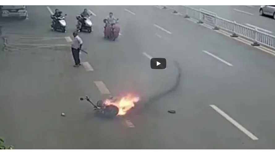 Electric Motorcycle Ignites In Traffic, Burns To The Ground: Video