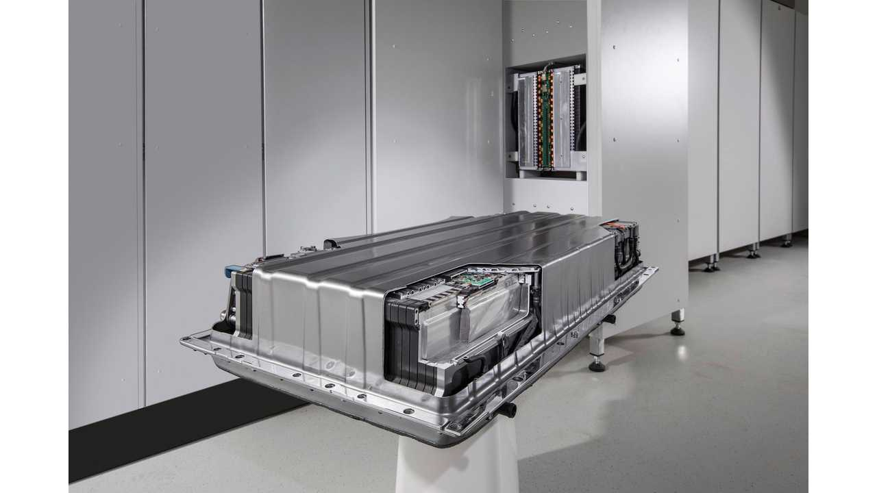 </a></em> <em>From cars to power grids: Developed for demanding service on board cars, the Mercedes-Benz energy storage units meet the very highest safety and quality standards.</em>