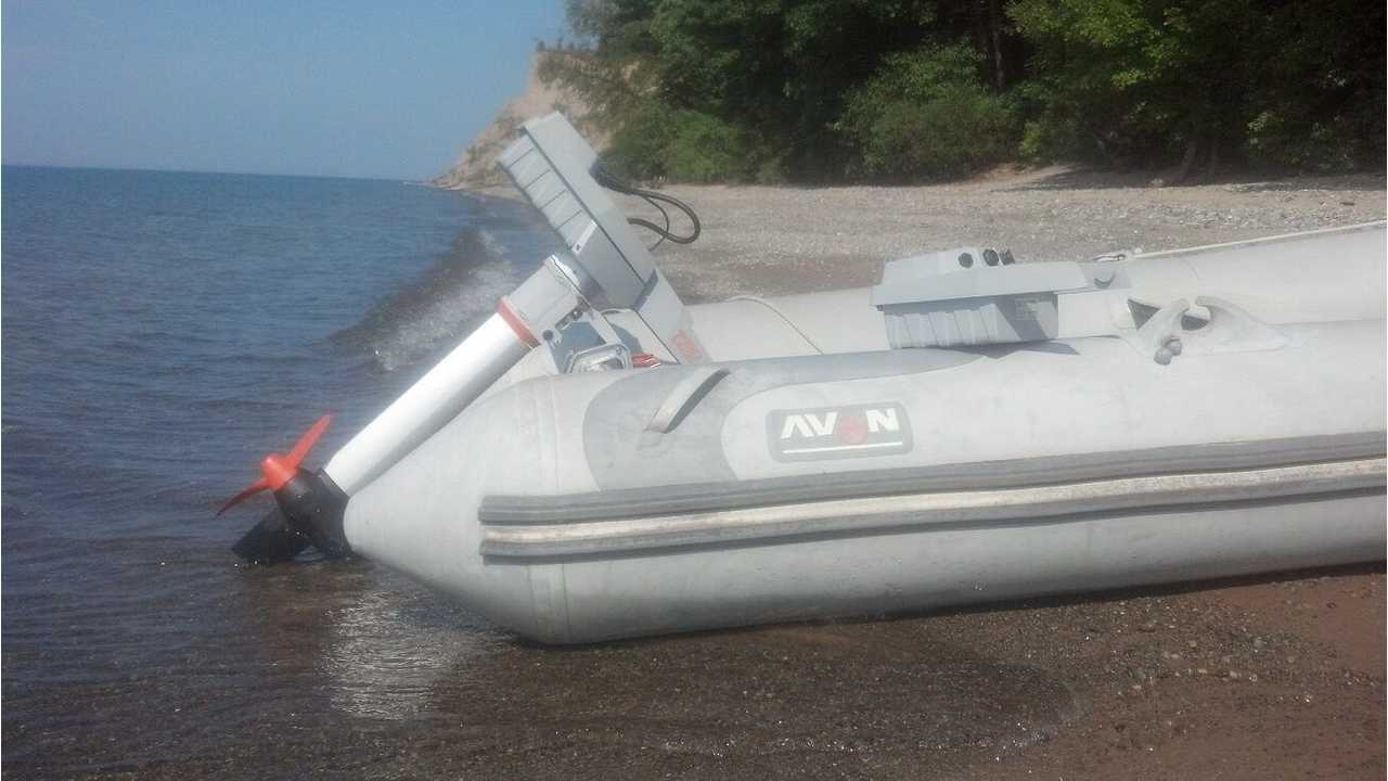 Electricity beats Gasoline when it comes to Dinghies