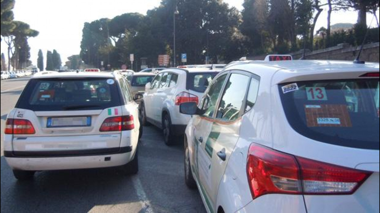 [Copertina] - Sciopero anti Uber, dopo Parigi i taxi si fermano a Firenze