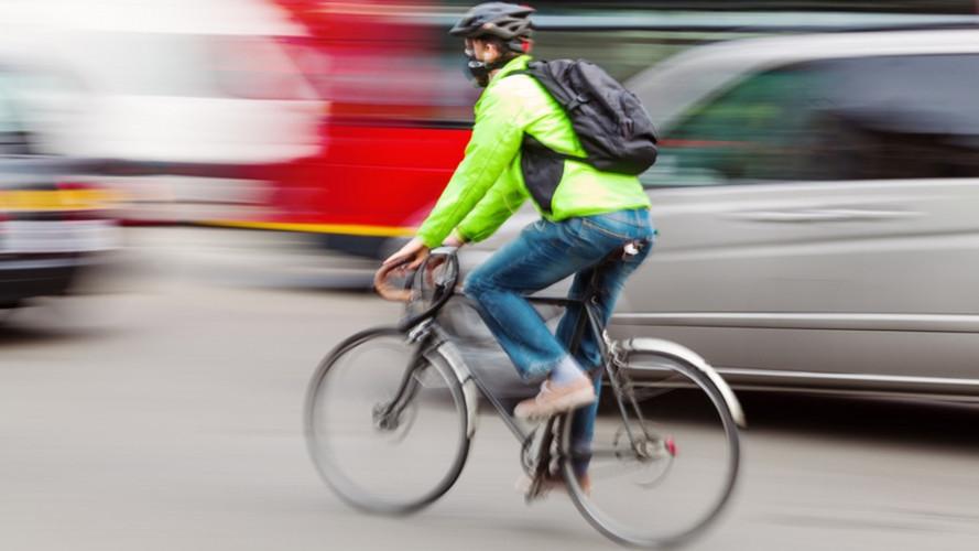 Sorpasso bici, nuove regole per le auto