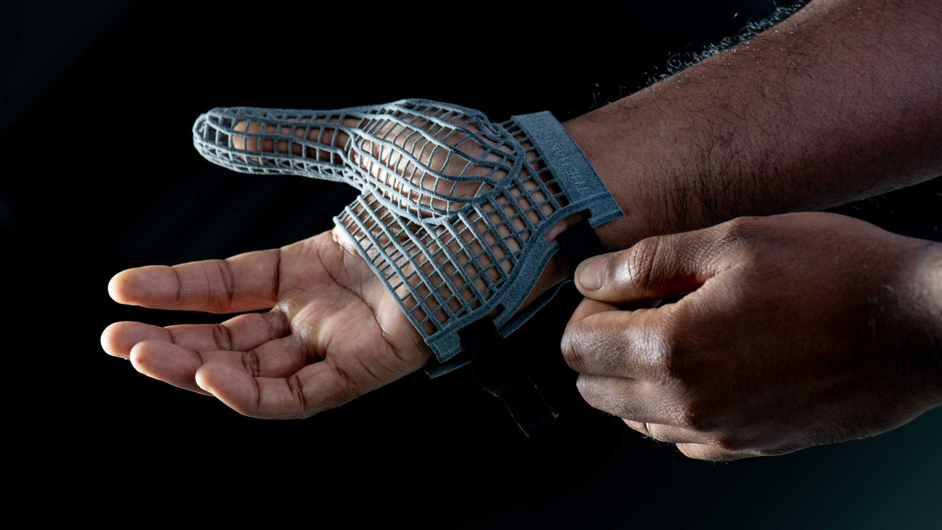 Jaguar Land Rover designs special 3D printed gloves for line workers