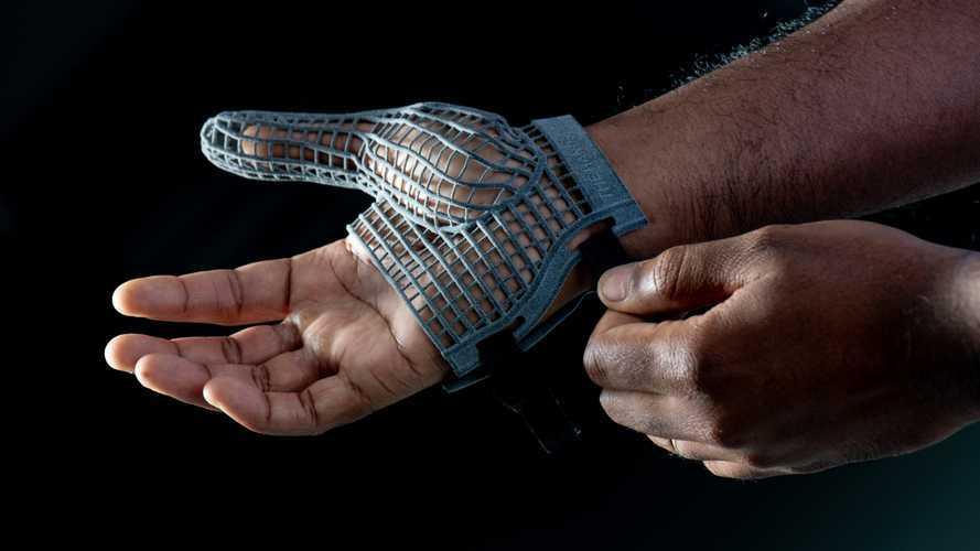 Jaguar Land Rover designs special 3D printed gloves for line workers