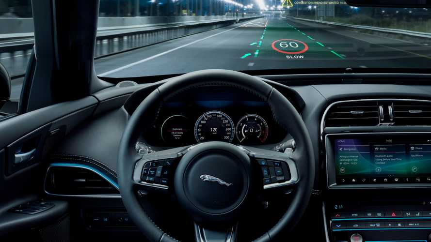 Jaguar Land Rover добавит водителю 3D