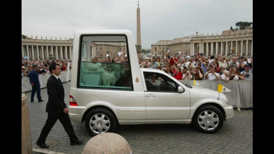 Una nuova PAPAMOBILE per Giovanni Paolo II