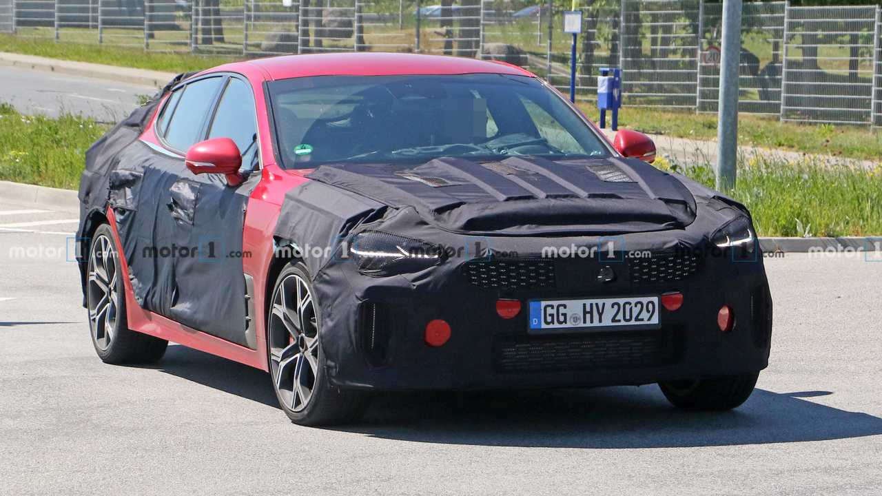 2021 Kia Stinger GT facelift spy photo