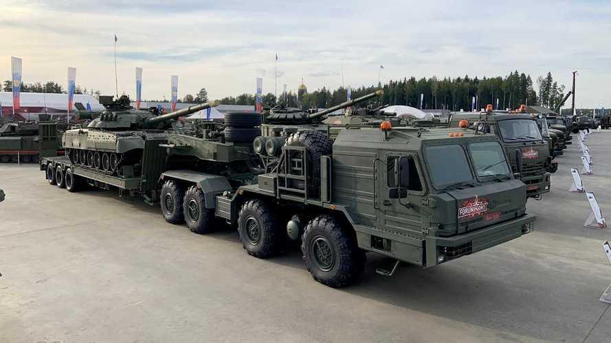 Самые интересные колесные машины форума «Армия-2020» (25+ фото)