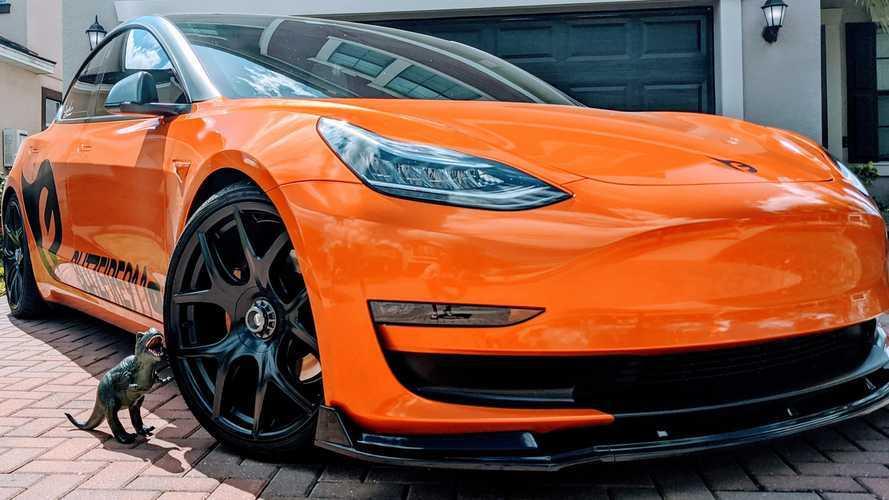 Bol modifiyeli bu Tesla Model 3'ü görmelisiniz