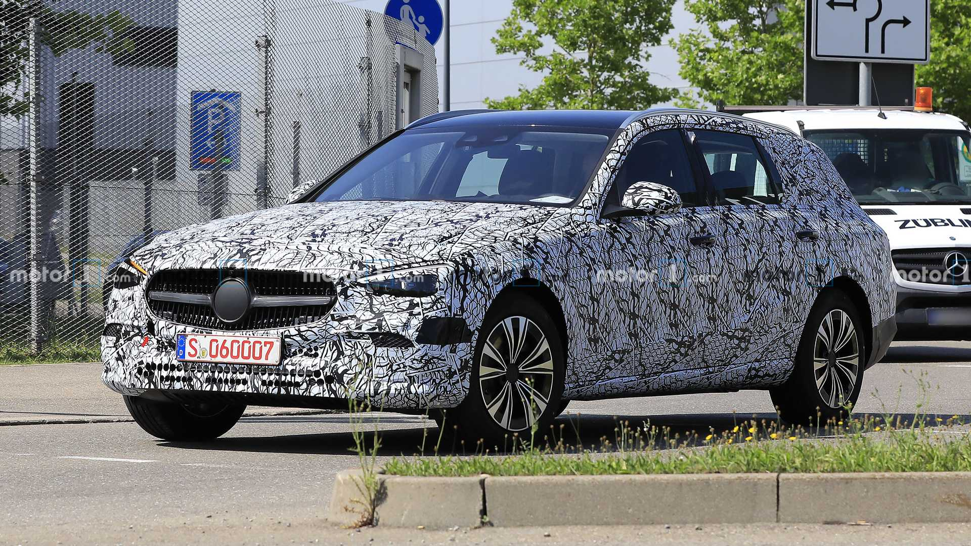 2021-mercedes-c-class-estate-spy-photo-f