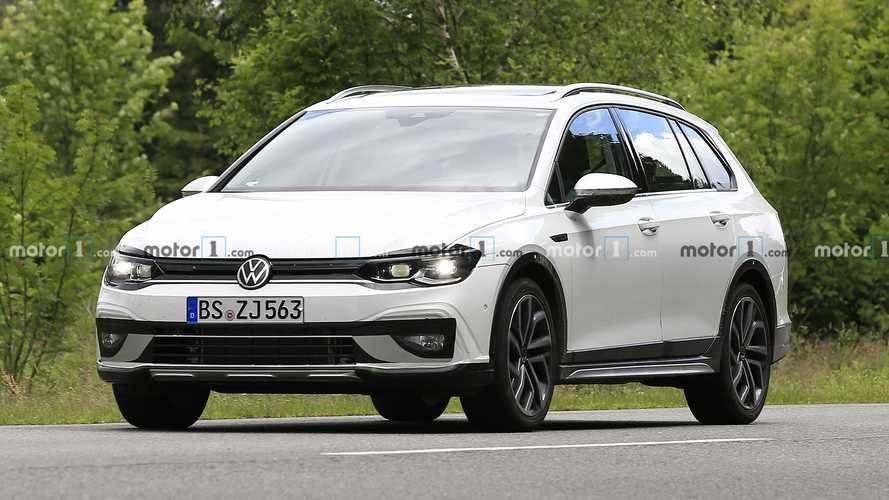 2021 VW Golf Alltrack spy photo
