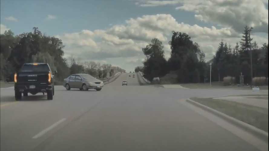 Videó: A Tesla robotpilótája került el itt egy nagy balesetet, vagy sem?