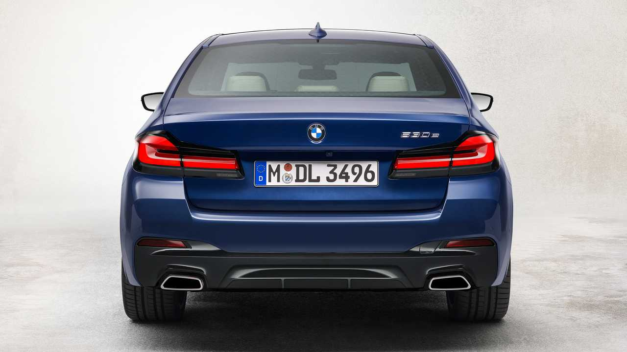 2021 Bmw 5 Series Packs Refreshed Design New Electrified Powertrains