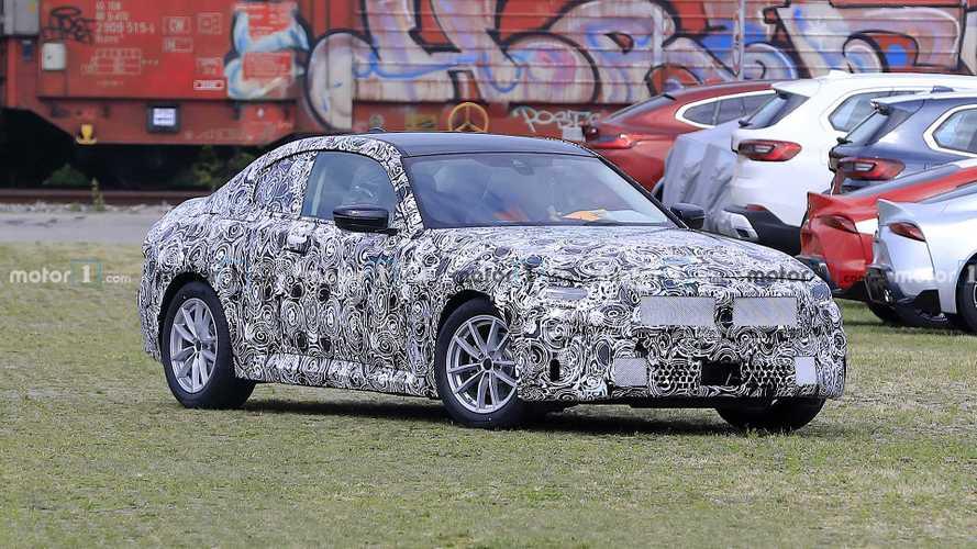 Сразу 2 разных купе BMW 2-й серии были замечены на тестах