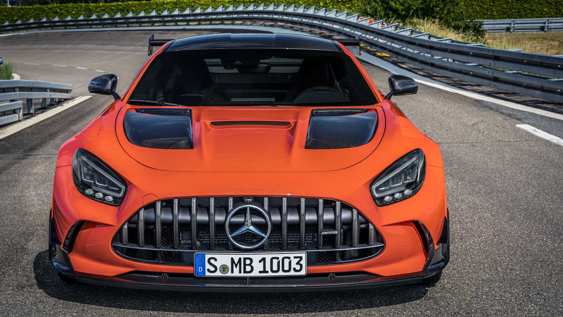 2014 - [Mercedes-AMG] GT [C190] - Page 33 2021-mercedes-amg-gt-black-series-front-view