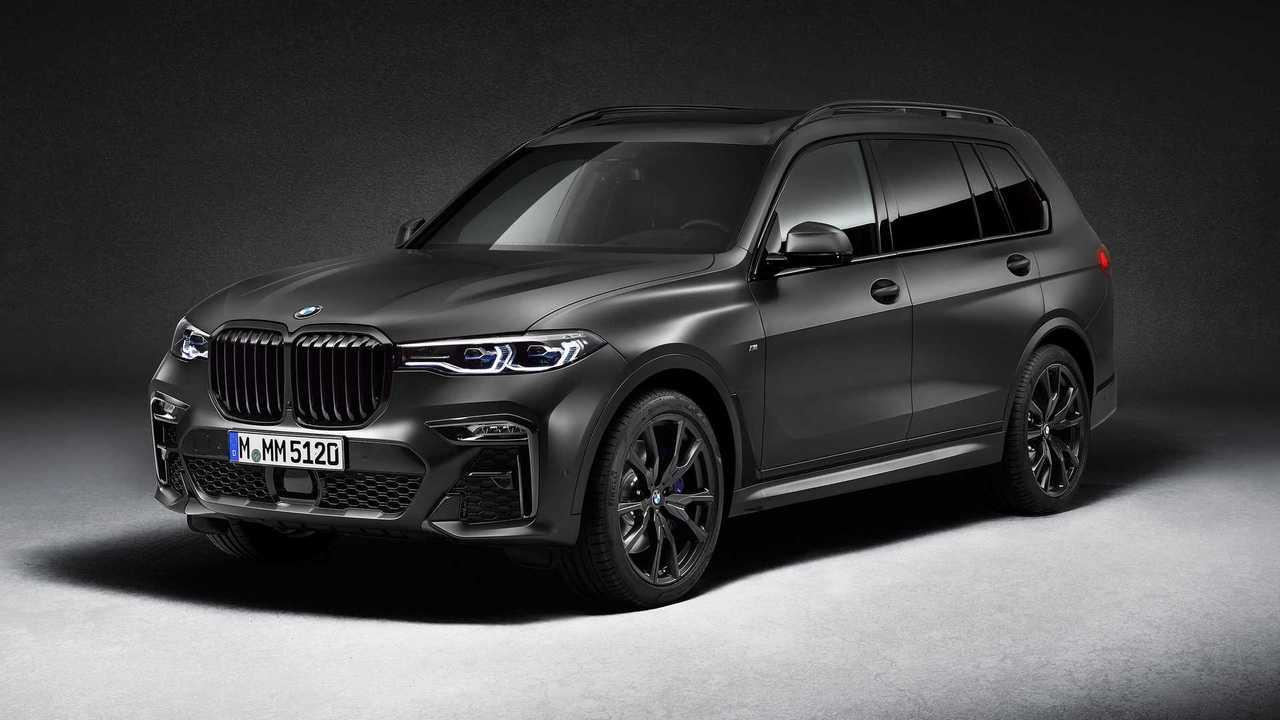2021 BMW X7 Dark Shadow Edition első három negyede felett
