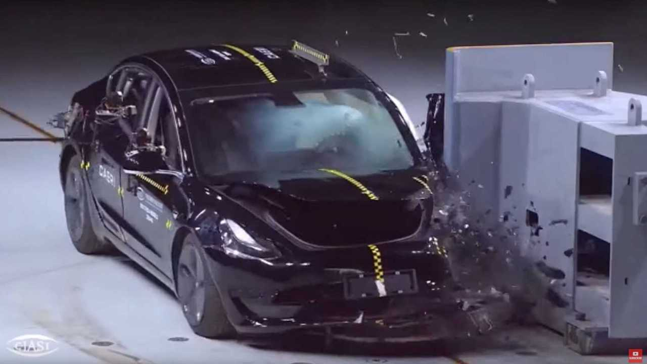 Crash test cinesi per la Tesla Model 3