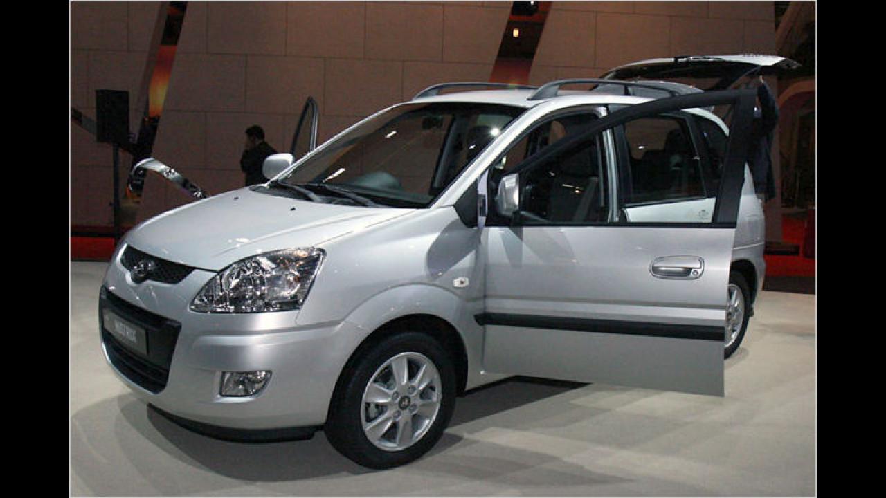 Facelift beim Matrix: Der Kompaktvan erhält neue Lampen, Stoßfänger und ein anderes Cockpit