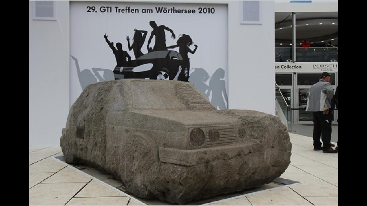 Legendär und stark umlagert ist auch der in Stein gehauene Golf GTI