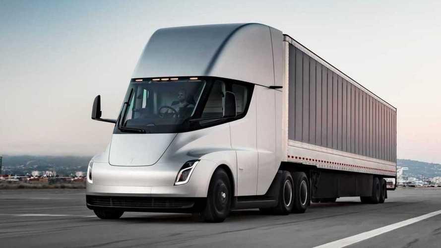 Caminhão elétrico Tesla Semi terá 1.000 km de autonomia, diz Elon Musk