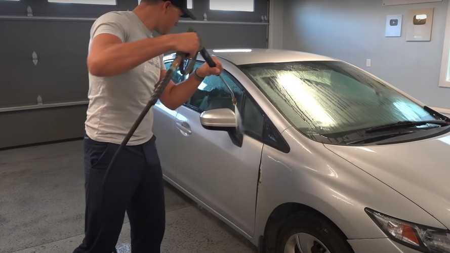 Mobil Terkena Air Hujan, Segera Cuci dan Jangan Dibiarkan!